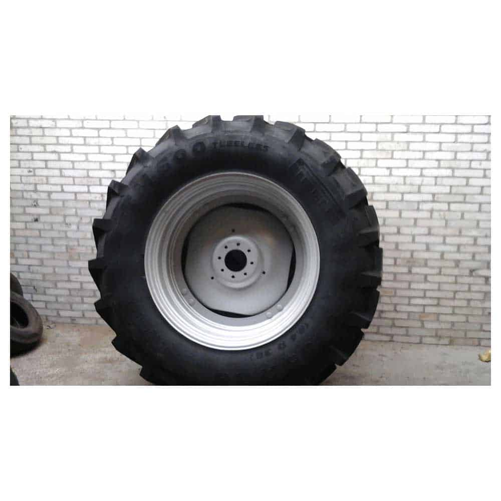 Van den Bosch Tractoren: Stel nieuwe wielen 460/85 R38 Pirelli TM 600